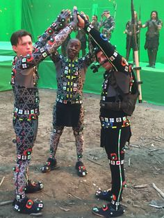 Avengers: Endgame star Mark Ruffalo shared two new behind-the-scenes images from the film. One included him with co-stars Tom Holland and also Don Cheadle in a peculiar placement. Marvel Actors, Marvel Funny, Marvel Memes, Captain Marvel, Marvel Avengers, Marvel Characters, Avengers Cast, Spiderman Cast, Star Wars