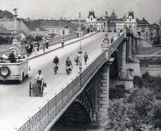 A Régi közúti híd 1930-körül még baloldali közlekedéssel (1941-ben tértünk át a jobb oldali közlekedésre)