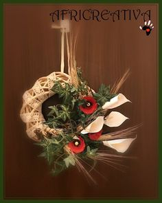 AFRICREATIVA: FUORI PORTA primaverile con CALLE e PAPAVERI (riciclo vasetti yogurt e contenitori uova) Grapevine Wreath, Grape Vines, Yogurt, Christmas Wreaths, Holiday Decor, Home Decor, Smile, Street, Spring