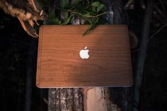 Glasir. Natural wooden cover for Mac.