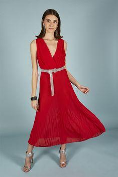 VESTIDO CATALINA | Teria Yabar Primavera Verano 2020 Formal Dresses, Red, Vestidos, Spring Summer, Feminine, Dresses For Formal, Formal Gowns, Formal Dress, Gowns