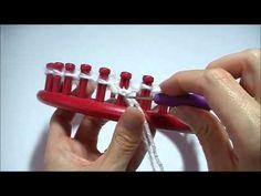 Je kunt de leerlingen nu ook leren breien met een breiring. Zo maken ze heel gemakkelijk een ronde sjaal of een muts. Leuk om eens in klas uit te proberen.
