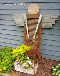 Risultati immagini per angel garden art from shutters Diy Gardening, Garden Crafts, Garden Projects, Container Gardening, Rustic Shutters, Diy Shutters, Repurposed Shutters, Farmhouse Shutters, Bedroom Shutters