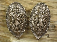 Viking era Oval brooch set of 2 van torfin op Etsy, $105.00