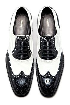 Tom Ford – Shoes black & white wingtips oxfords brogues // again, super sophisti… – Men's style, accessories, mens fashion trends 2020 Me Too Shoes, Men's Shoes, Shoe Boots, Dress Shoes, Ankle Boots, Aldo Conti, Tom Ford Shoes, Oxford Brogues, Black Brogues