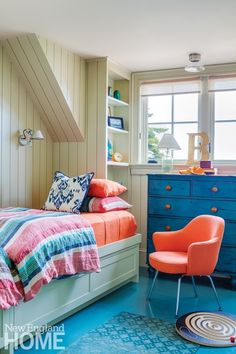 A clapboard classic on a tiny Maine island opens to a colorful, eclectic interior that marries the disparate tastes of its owners. Maine Islands, Shiplap Paneling, Creative Kids Rooms, Interior Architecture, Interior Design, New England Homes, Ship Lap Walls, Cottage Living, House And Home Magazine