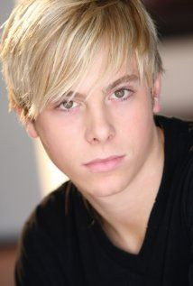 Riker lynch singer/bass