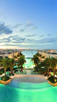 PALAZZO VERSACE LUXURY HOTEL, GOLD COAST AUSTRALIA | See More in Real WoWz