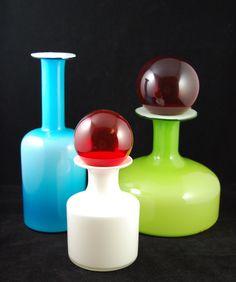 Per Lütken som var Holmegaards konstnärlige ledare fram till sin död 1998, har formgivit den vita vasen, Carnaby. De andra två är formgivna av Otto Bauer