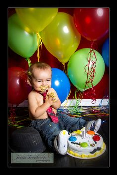 Baby's first birthday photo   ©Janice Trowbridge Photography. balloons