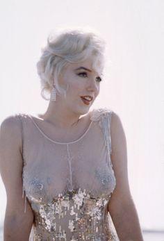 Marilyn Monroe in Orry Kelly for her role as Sugar Kane in Some Like It Hot-pierced nipples? Looks like it :) Marylin Monroe, Marilyn Monroe Fotos, Orry Kelly, Viejo Hollywood, Lingerie Fine, Rita Hayworth, Norma Jeane, Sophia Loren, Brigitte Bardot
