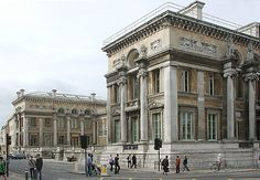 The Ashmolean Museum on Beaumont Street, Oxford, is the world's first university museum. Its first building was built in 1678–1683 to house the cabinet of curiosities Elias Ashmole gave Oxford University in 1677