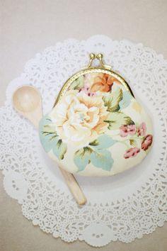Vintage rose pattern and Gold color♥