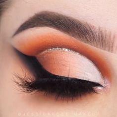 makeup videos Angel wings eyeliner style by jessicarose_makeup Fall Eye Makeup, Fall Makeup Looks, Eye Makeup Tips, Smokey Eye Makeup, Makeup Inspo, Eyeshadow Makeup, Makeup Inspiration, Beauty Makeup, Huda Beauty