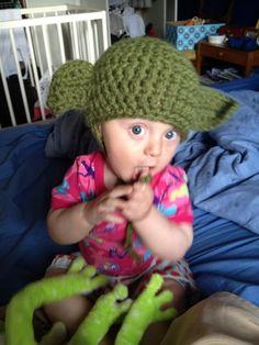 Ravelry: Warm Yoda baby hat pattern by Krupskaja Geek Crafts, Baby Crafts, Baby Hat Patterns, Crochet Patterns, Knitting Patterns, Crochet Baby, Free Crochet, Beanie Pattern, Knitted Gloves