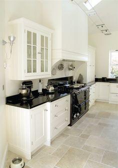 58 Beautiful Modern Laminate Kitchen Worktops Ideas for Kitchen Makeover Black Granite Kitchen, Black Countertops, Black Kitchens, Cool Kitchens, Kitchen Black, Kitchen Ideas With Black Worktop, Granite Worktops, Granite Tile, Kitchen Paint