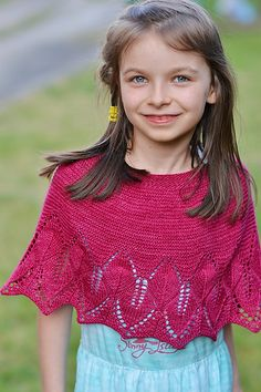Ravelry: Dinah Capelet pattern by Anna Rauf