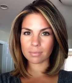 After the wedding ill consider a medium or short hair cut. After the wedding ill consider a medium or short hair cut. Medium Hair Styles, Curly Hair Styles, Medium Hair Bobs, Medium Hair Wedding Styles, Haircut And Color, Brown Hair Colors, Hair Highlights, Face Frame Highlights, Bob With Highlights