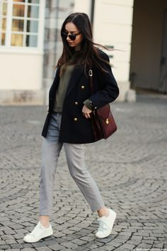 comfy chic look, classic outfit, white sneakers, navy blazer
