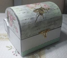 Wedding Keepsake Boxes, Wedding Keepsakes, Old Trunks, Painted Boxes, Little Boxes, Furniture Makeover, Painting On Wood, Painted Furniture, Decorative Boxes