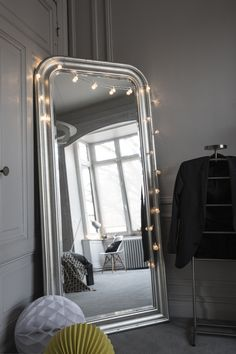 Decorate your favorite mirror of an LED garland - apartment Decor, Bedroom Apartment, Room, Minimalist Apartment, Apartment Bedroom Decor, Home Deco, Bedroom Decor, Bedroom, New Room