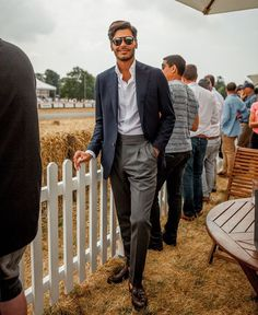 The Gentleman's Guide to Casual Fridays Smart Casual Men, Stylish Men, Mens Fashion Blog, Mens Fashion Suits, Business Casual Outfits, Business Fashion, Mode Costume, Herren Outfit, Suit And Tie