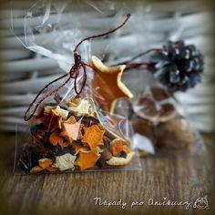Malé voňavé vánoční dárečky | Nápady pro Aničku.cz Country Christmas Trees, Kids Christmas Ornaments, Christmas Presents, Christmas Decorations, Homemade Christmas, Christmas Crafts, Diy And Crafts, Crafts For Kids, Homemade Gifts