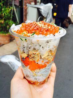 最近人気なのがこちらの『いくらミルフィーユしらす』です。 たっぷりのいくらに湘南名物のしらすが加わったお寿司がカップに入っています。 美味しそう!