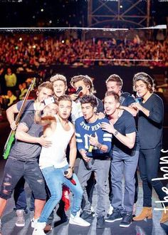 One Direction and the band One Direction Selfie, One Direction Pictures, I Love One Direction, Midnight Memories, Zayn, Boys Who, My Boys, Mtv, Louis Y Harry