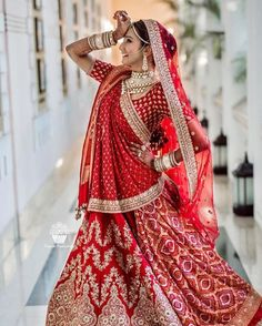 indian wedding photography poses bride and groom pdf Indian Bride Poses, Indian Bridal Photos, Indian Wedding Bride, Indian Bridal Outfits, Indian Bridal Wear, 1920s Wedding, Bridal Poses, Bridal Photoshoot, Bridal Portraits