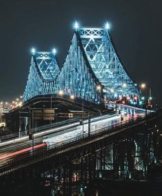 La imagen puede contener: puente, noche y exterior Old Montreal, Montreal Ville, Montreal Quebec, Quebec City, Jacques Cartier, Alberta Canada, Ottawa, Ontario, Places Around The World