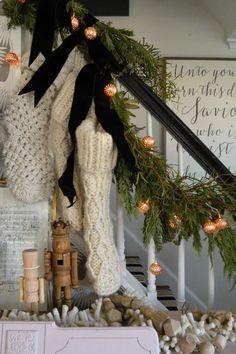Merry Little Christmas, Noel Christmas, All Things Christmas, Winter Christmas, Christmas Wreaths, Christmas Crafts, Christmas Ideas, Christmas Staircase, Christmas Fireplace
