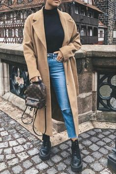 Fashionable women's outfit with a long camel coat Louis Vuitton bag and Doc Mar . Winter Mode Outfits, Casual Fall Outfits, Winter Fashion Outfits, Look Fashion, Trendy Outfits, Fashion Mode, Grunge Outfits, Fashion Styles, Runway Fashion