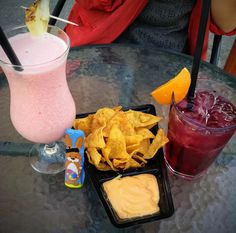 Coctails and nachos in Buda
