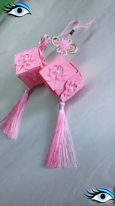 DIY And Craft Ideas - Handy Ideas DIY And Craft Ideas Creative ideas about paper crafts. Paper Flowers Craft, Paper Crafts Origami, Paper Crafts For Kids, Origami Art, Flower Crafts, Oragami, Art Flowers, Diy Crafts Hacks, Diy Crafts For Gifts