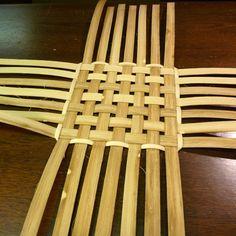 New Basket Weaving Diy Grass Ideas Swedish Weaving Patterns, Basket Weaving Patterns, Bamboo Weaving, Willow Weaving, Basket Crafts, Bamboo Crafts, Bamboo Furniture, Newspaper Crafts, Sewing Baskets