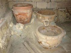 Torchio per la pigiatura dell'uva nel palazzo Tardo minoico di Vathypetro, Creta