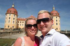 Ein umvergesslicher Moment war es für mich, als mich mein jetziger Mann in einer Kutsche am Schloss Moritzburg in Moritzburg gefragt hat, ob ich seine Frau werden möchte. Natürlich haben wir mit Rotkäppchen ROSE angestoßen.