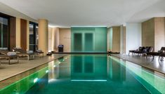 Luxury Hotel in Milan, Bvlgari Hotel is located in an ancient building of 1700 and offers a relaxing environment thanks to the 4000 sqm garden, the restaurant and the SPA. Bulgari Hotel Milan, Bvlgari Hotel, Milan Hotel, Hotels Milan Italy, Centro Fitness, Luxury Spa Hotels, Piscina Interior, Moderne Pools, Sala Grande
