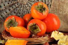 Ricetta marmellata di cachi - La ricetta per preparare in casa una gustosa marmellata di cachi, un'idea gustosa per la colazione o per accompagnare i formaggi stagionati.