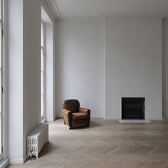 DRDH architects have reinterpreted and  renovated a piano nobile apartment within a Georgian house in London UK #minimalism #architecture by contempoperth