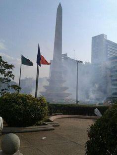 4:20 pm. Plaza Altamira tomada por humo de lacrimógenas #8M pic.twitter.com/xpqyai7Wrd