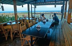 The relaxed and friendly vibe at #Chennai's MASH makes it the perfect after-hours hangout. Read our review of this restaurant, located on the popular Besant Nagar beachfront. Go, try it and share your experience with us!