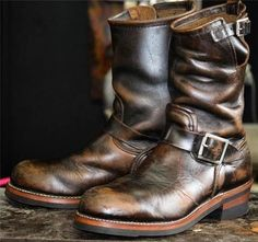 Red Wing 2268 The model gets the best patina. As the boots wear the brown starts to show through accenting every line and crease(sb) Bottes Red Wing, Red Wing Boots, Brown Boots, Leather Buckle, Leather Boots, Cow Leather, Vintage Leather, Vintage Men, Vintage Boots