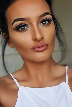 We've collected 27 photos with homecoming makeup ideas. ★ See more: http://glaminati.com/awesome-homecoming-makeup-ideas/?utm_source=Pinterest&utm_medium=Social&utm_campaign=awesome-homecoming-makeup-ideas&utm_content=photo2