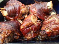 Kemencés csülök és medvehagymás hajtovány Húsvétra   Az otthon szépsége Pork Hock, Dishes, Chicken, Cooking, Recipes, Main Courses, Food, Diet, Recipe