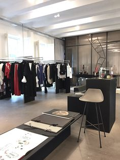 ©vosgesparis.cm   Menage A trois is a new fashion initiative in Amsterdam by AnneMarie Kramer, Bridgitte Kleyn and Vanessa Tersteeg and can be found within the Droog Design building, one of Amsterdam's finest stores to discover Dutch design