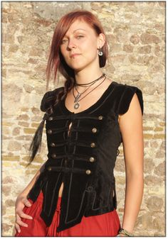 Velvet Corsage Vest Tiffany, black The Corsage Vest Tiffany can be closed at the front with a lacing and is adjustable to the bodyshape by a lacing on the back. The elaborate cutted lower hem is ornamented with applications, as...