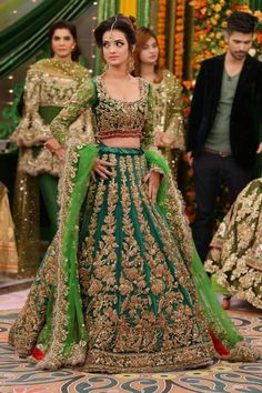 Designer Wedding Lehengas 2018 Pakistani Bridal Lehenga, Pakistani Wedding Outfits, Designer Bridal Lehenga, Indian Bridal Outfits, Indian Bridal Wear, Pakistani Dresses, Red Lehenga, Indian Dresses, Sabyasachi