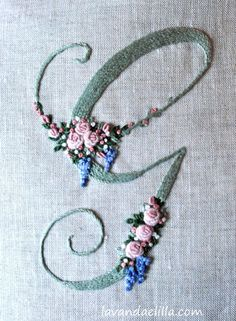 Wonderful Ribbon Embroidery Flowers by Hand Ideas. Enchanting Ribbon Embroidery Flowers by Hand Ideas. Hand Embroidery Art, Embroidery Alphabet, Simple Embroidery, Embroidery Monogram, Embroidery Patterns Free, Silk Ribbon Embroidery, Vintage Embroidery, Embroidery Stitches, Embroidery Supplies